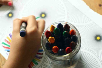 crayons-1445053_1920-1024x677